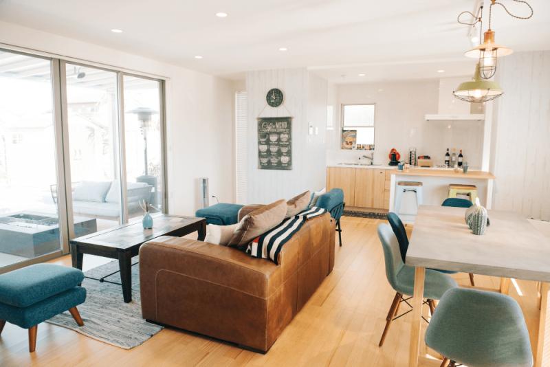 10畳のリビングレイアウトのコツ。おしゃれな家具配置や実例を紹介