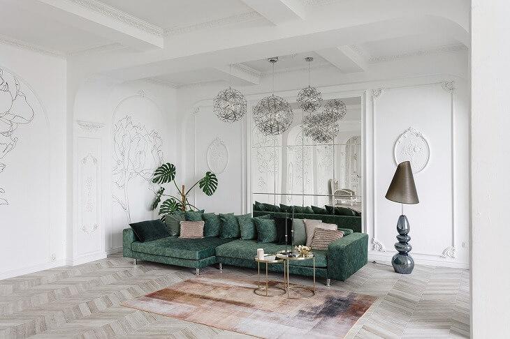 シャンデリアや壁に装飾を施したりと、華やかな印象のフレンチモダン