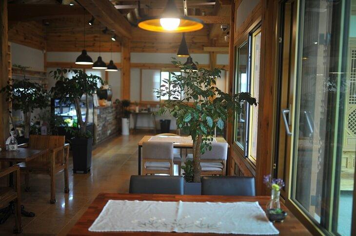 韓国インテリアのトレンドは、現地のカフェの内装から学べる