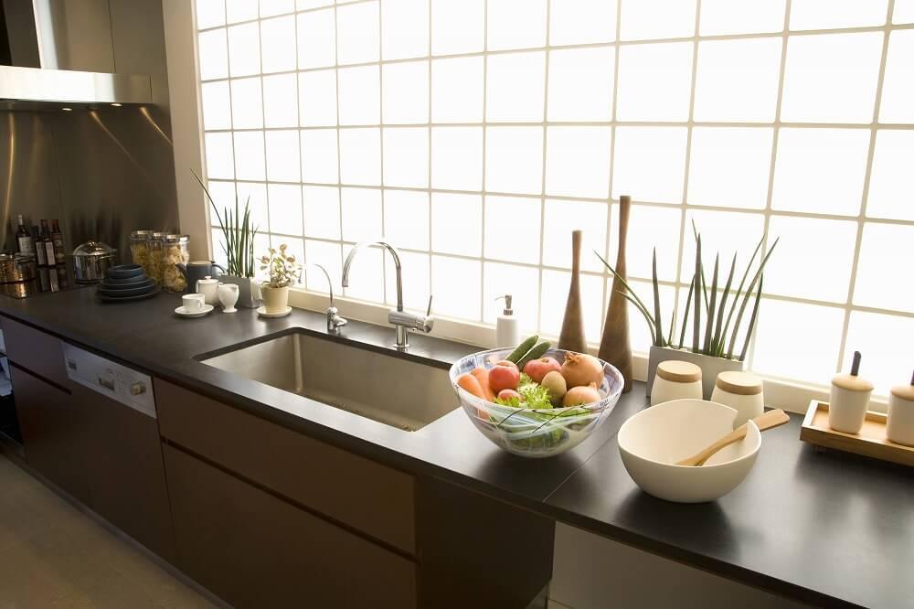 キッチンの天板(ワークトップ)とは? 素材や機能性について解説