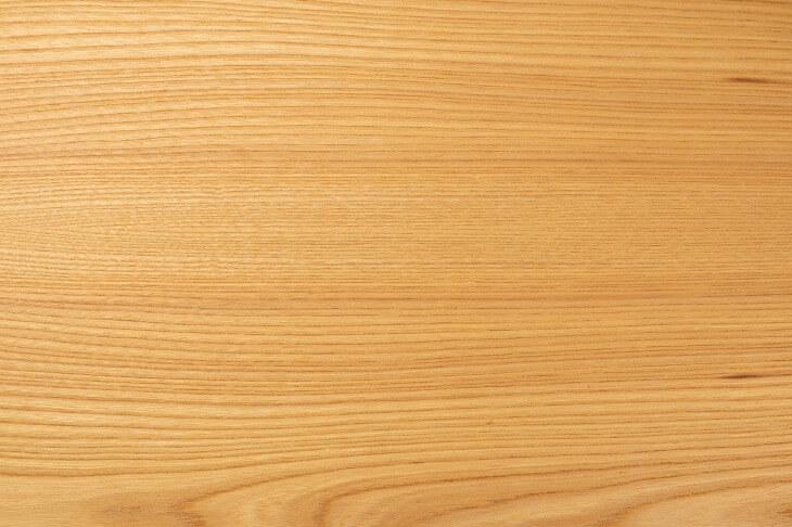和室にもマッチするヒノキは、柔らかさを持ち合わせた素材。足触りが良いことで、フローリング材に用いる人が多い