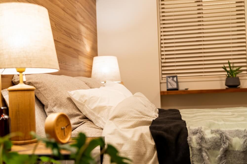 寝室インテリアのコツ。おしゃれでくつろげる寝室コーディネートのポイントを和室から洋室まで実例付きで紹介