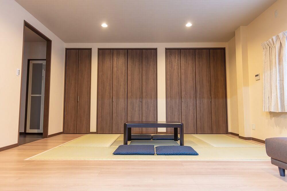和室収納のコツ。和室をすっきりモダンな雰囲気にする収納棚選びと押入れ収納アイデアを実例付きで紹介