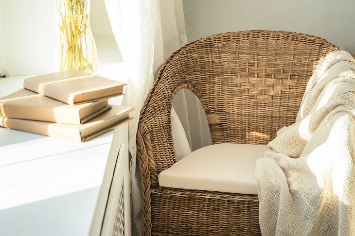 ラタン素材や木製の家具は、ナチュラルテイストの韓国インテリアと相性が良くおすすめ