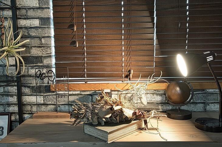 使用する素材はインダストリアルインテリアと似ているが、ブルックリンスタイルの方がよりカジュアルな雰囲気