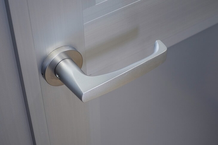 ドアノブのみの交換の場合、ドアと規格が合うかの確認が必要