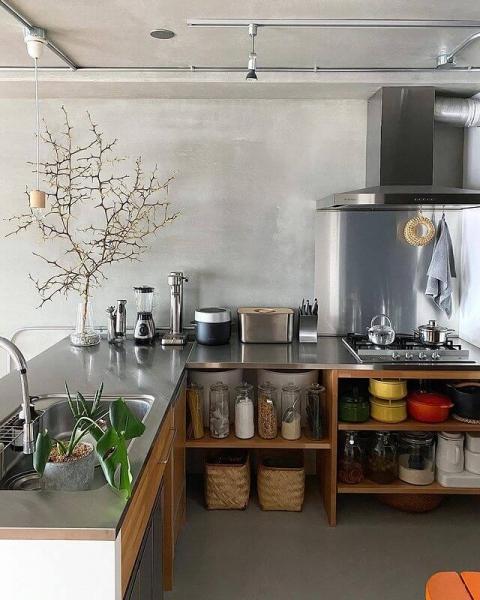 インダストリアルなL型キッチン