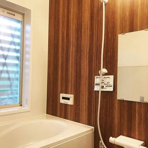 木のぬくもりが感じられる浴室