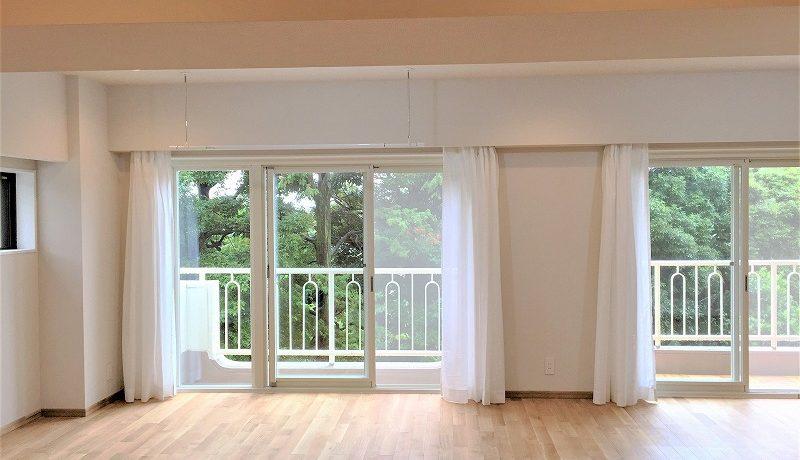無垢材の床暖フローリングを採用。収納抜群の温もりを感じる家