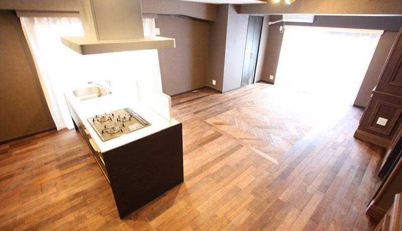 キッチンは家の要。全体を見渡せるような配置に変更