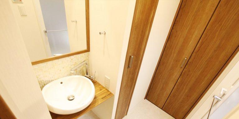 広い洗面エリアは夫婦二人が自由に行き来出来るスペースを確保