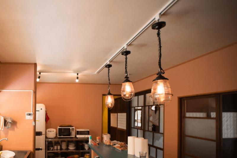ライティングレールの選び方と照明の種類、おしゃれな実例を紹介