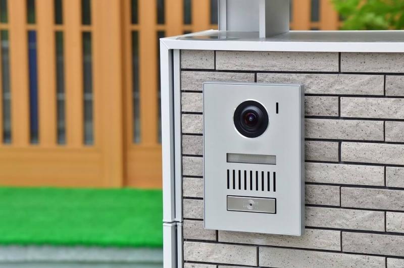 玄関チャイムの交換方法|チャイムの仕組みと故障時の対応、設置工事の費用相場を解説