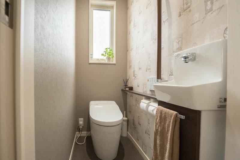 トイレの手洗い器リフォーム|おしゃれな事例と費用相場を紹介。マンションの狭いトイレに設置するには?