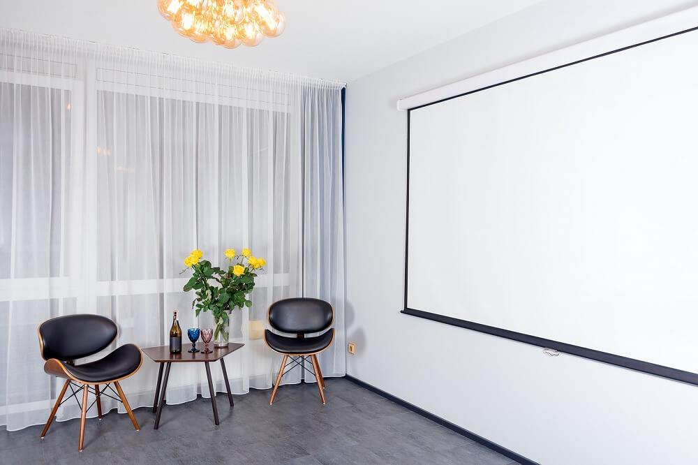 ホームシアターにリノベーション。快適な部屋の実例と設置費用を紹介