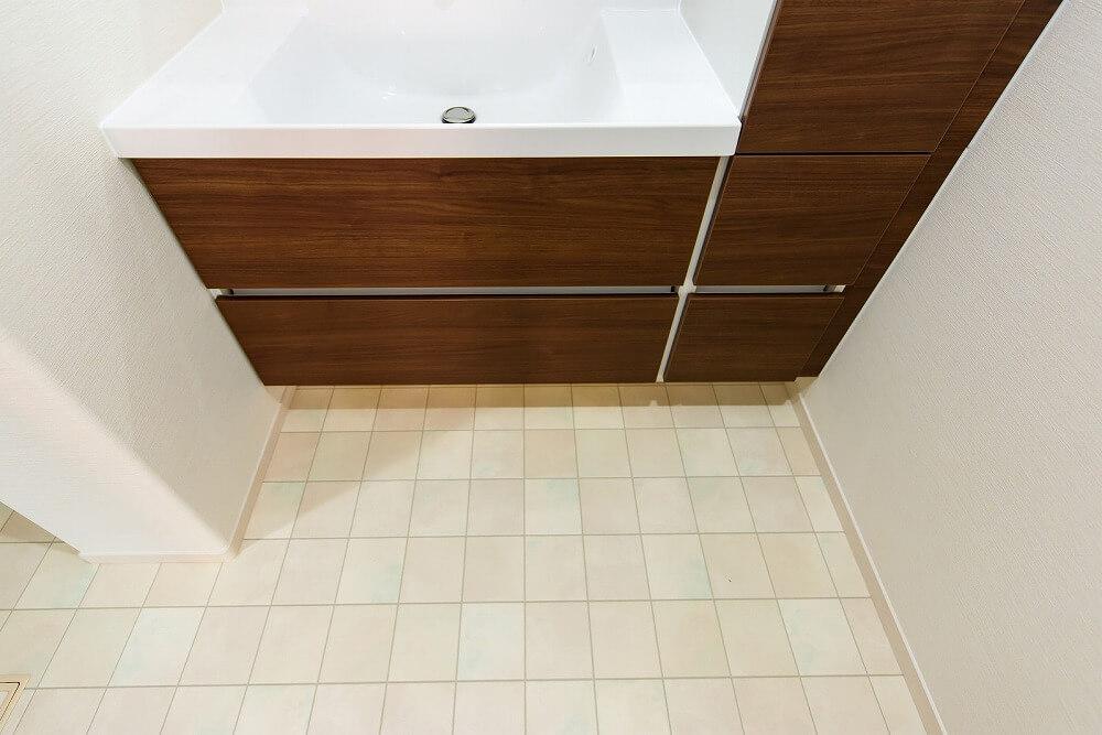 洗面所の床の張り替えにおすすめの床材やリフォームの費用相場を紹介