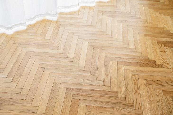床暖房対応の床材を採用する