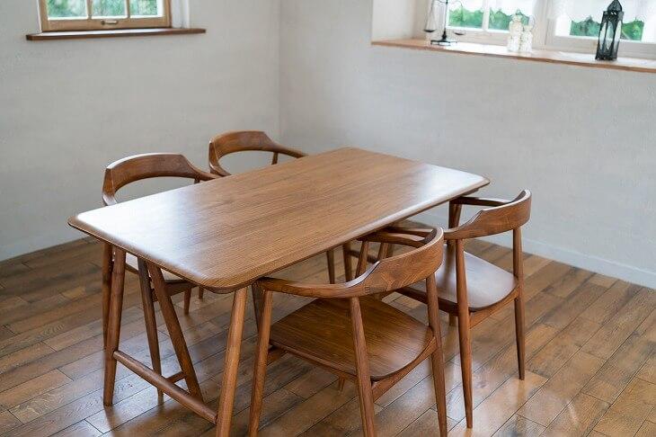 突板家具のダイニングテーブル