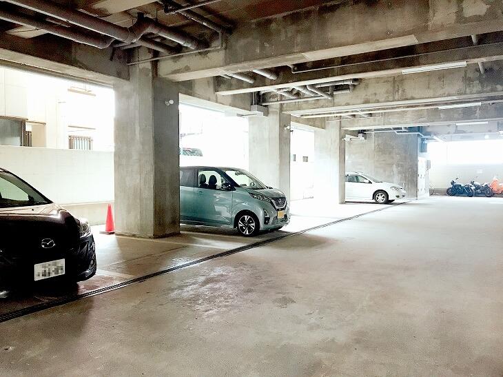 中ノ島ロイヤルハイツ_駐車場