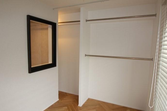 クローゼットにあえて扉をつけないことで広さを確保