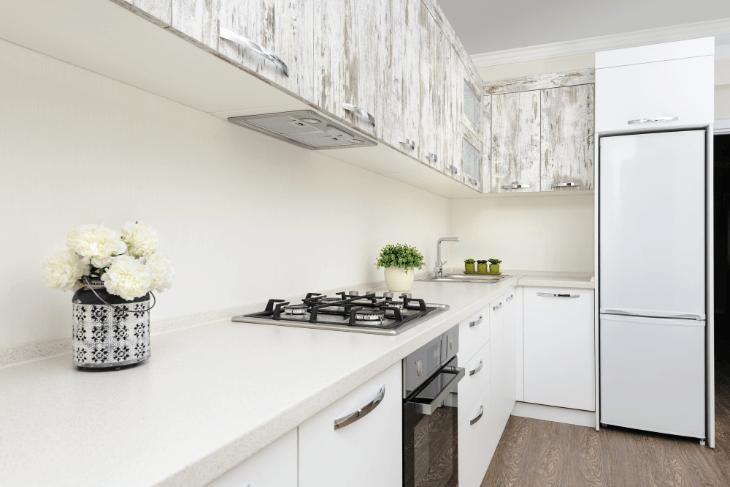 ホワイトで統一した明るいキッチン