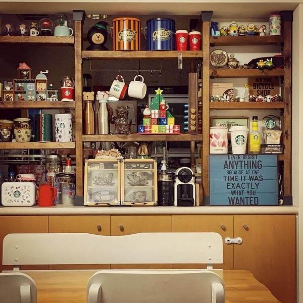 キッチンカウンターに飾り棚