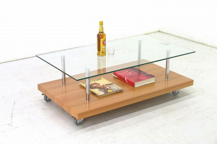 ガラスやメタルなどの光沢感のある素材の雑貨を取り入れる