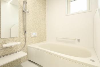 浴槽エプロンの外し方と掃除方法を解説|カビだらけになる前に定期的に掃除しよう