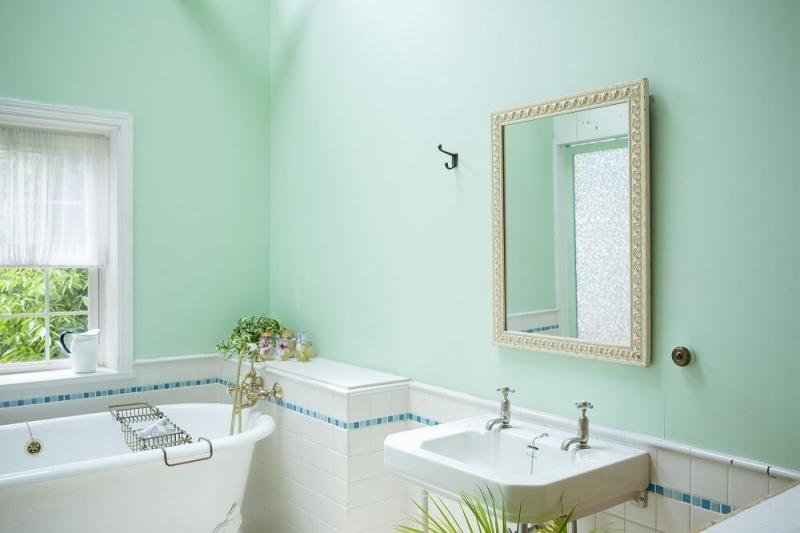 洗面所の壁紙をリフォームしておしゃれに。選び方と張替え費用の相場