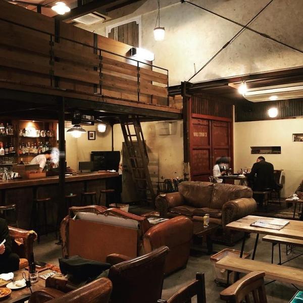 重厚感ある雰囲気は夜カフェやBARに