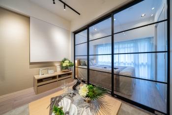 【新宿パークサイド永谷 205号室】広大な公園を臨む、ミニマルなハイセンスルーム