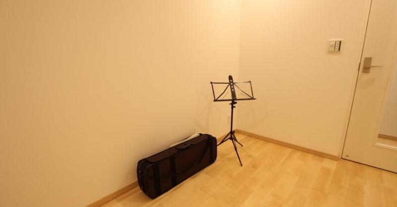 音楽を楽しみ猫とくつろぐ家