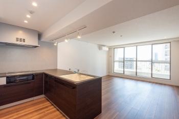 【西戸山タワーホウムズノースタワー 1205号室】19.8帖の広大なリビングが光る、都心のタワマン物件