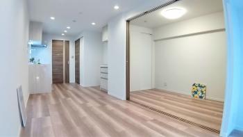 【秀和第2築地レジデンス 411号室】築地&銀座エリアで素敵に暮らす!事務所にも使える希少な一室